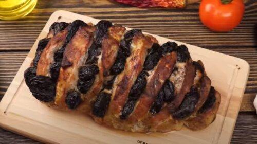 Сочная свинина с черносливом, запеченная  в духовке – идеальное блюдо на Новогодний стол (видео)