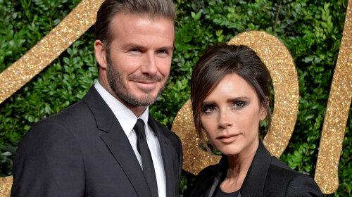 В елегантному білому костюмі: Вікторія та Девід Бекхем похрестили молодших дітей