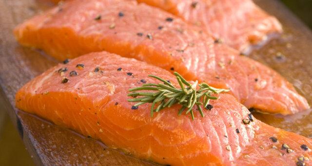 Лосось содержит большое количество жирных кислот