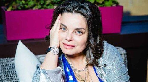 Тарзану на радість: Наташа Корольова ледь не розгубила свій важкий бюст з крихітного топа - фото
