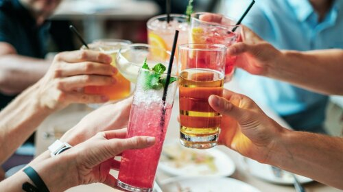 Пять опасных для мозга напитков: разрушают клетки и провоцируют развитие болезни Альцгеймера