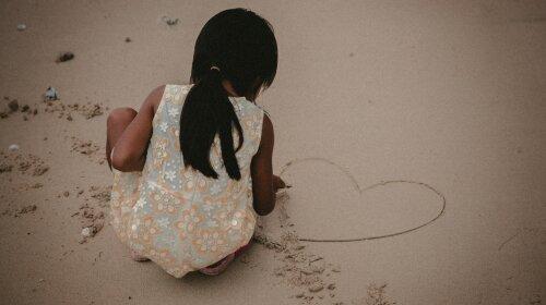 Белокурые волосы, голубые глаза: в Харькове ищут пропавшую 11-летнюю девочку – сбежала с реабилитационного центра
