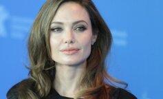 Анджелина Джоли в черном платье на тонких бретелях показала грудь (ФОТО)