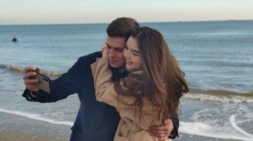 У новорічну ніч звільнений з полону моряк Андрій Эйдер одружується на Софійській площі в прямому ефірі ТСН