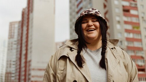 """От такого вайба мурашки по коже"": Alyona Alyona представила новый клип о родном районе"