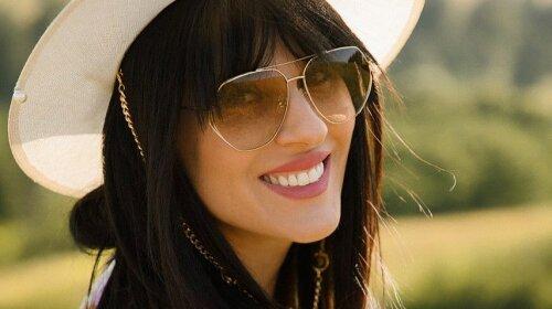 В оригинальном костюме и модных очках: Маша Ефросинина показала самый модный летний look (фото)