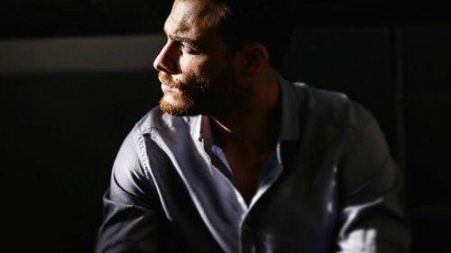 Бураку Озчівіте, посунься! Турецький актор Керем Бурсін звів прихильниць з розуму сталевим пресом - дуже гаряче фото