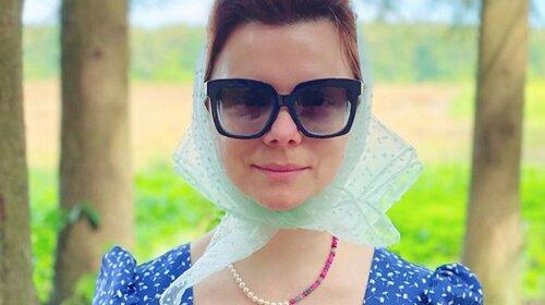 «Как старушка»: 31-летняя Татьяна Брухунова, новая жена Петросяна, показалась на яхте в странном наряде (ФОТО)