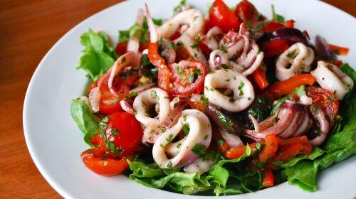 prostye-i-vkusnye-recepty-salatov-s-kalmarami-v-domashnix-usloviyax-3