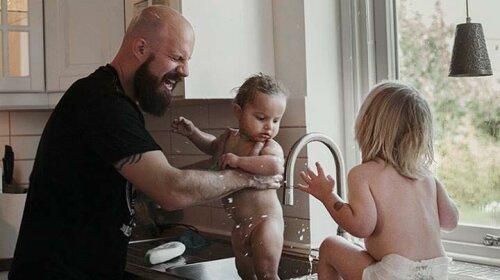 Отцы в декрете: 14 трогательных фотографий, которые заставляют задуматься