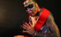 Банкир потратил целое состояние, чтобы стать женщиной-рептилией (ФОТО)