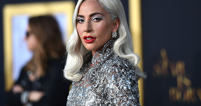 Леди Гага, певица, купальник