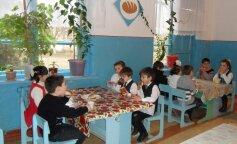 В українській школі дітей годували супом з хробаками (ФОТО)