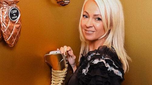 Показала волосатые ноги: стареющая Яна Рудковская засветила в Сети плачевные последствия карантина – идеальных людей не существует (Видео)