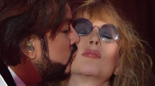 И молодая, и пьяная, и в неглиже: подборка снимков Аллы Пугачевой, на которых она целуется со своими мужчинами