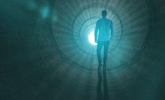 Между небом и землей: выяснилось, работает ли мозг человека после смерти