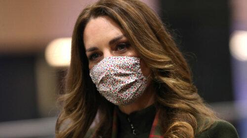 38-річна Кейт Міддлтон в стильному пальто і модних чоботях підкорила бездоганним зимовим луком (фото)