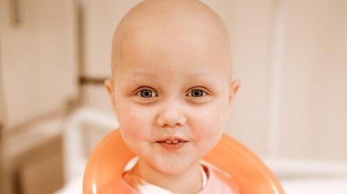 """""""Началось все с бронхита"""": история 3-летней девочки, которая борется с раком крови"""