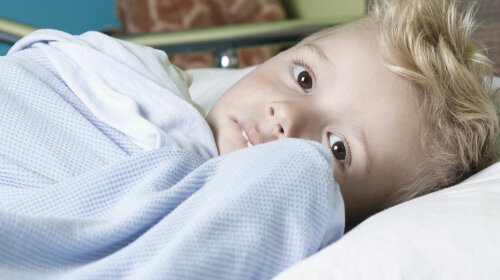 47206937 — a sick little boy in a hospital bed