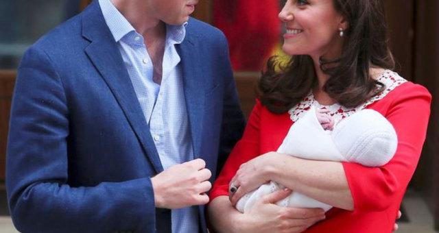 Принц Уильям и Кейт Миддлтон с новорожденным сыном