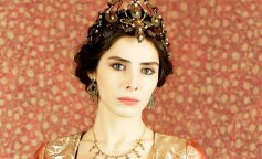 """Махидевран из сериала """"Великолепный век"""" показала подросшую дочь от турецкого бизнесмена"""