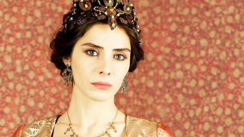 """Смыла макияж и очаровала внешностью: самая красивая актриса """"Великолепного века"""" показала лицо без косметики"""