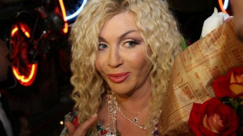 С афропрической и ярким мейком: Ирина Билык шокировала кардинальной сменой имиджа