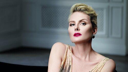 В стильном тренче песочного цвета: Рената Литвинова очаровала поклонников женственным образом