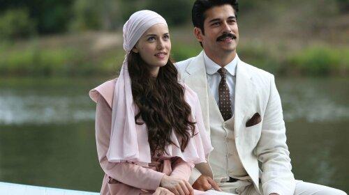 Тепер ясно, чим він підкорив Фахріє Евджен: найкрасивіший турецький актор Бурак Озчівіт вразив мужнім виглядом