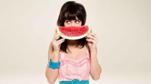 Стало відомо, скільки заробляє 13-річна дівчинка-блогер, яка їсть на камеру