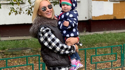 У Лізи Галкіної такого немає: Лера Кудрявцева нарядила дворічну дочку в джемпер небесного кольору