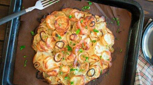 Что приготовить из картошки? Предлагаем простой рецепт картофельного пирога – быстро и очень вкусно
