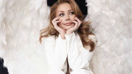 """Випала з мосту і перетворилася на ангела: Тіна Кароль презентувала трилогію """"Знайти своїх"""""""