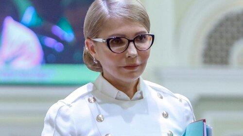 В черном, белом и голубом: Юлия Тимошенко показала три стильных деловых образа (фото)