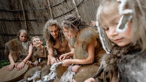 Первобытные тренды: ученые показали, какую одежду носили люди в каменном веке