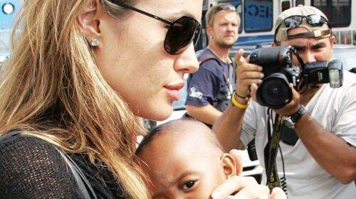 """""""Це огидно»: Анджеліну Джолі розкритикували за висловлювання про чорношкірої дочки"""