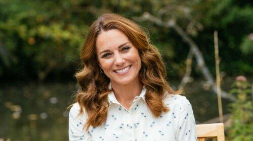 У плиссированном плаття-сорочки: Кейт Міддлтон зачарувала стильним образом на зустрічі в Сандрингемском палаці (фото)