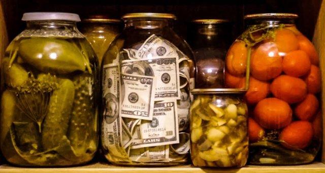Приметы говорят, где нельзя хранить деньги