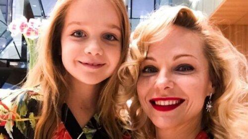 """""""Полина отрабатывает недетские смены"""": Трегубова рассказала о блестящей актерской карьере своей дочери"""