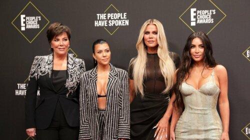 People's Choice Awards 2019: как сестры Кардашьян сверкали и соблазняли на красной дорожке