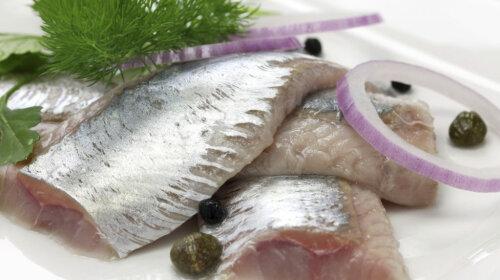 diet-nutrition_nutrition_herring-or-sardines_2716x1810_000035615960-1024×768