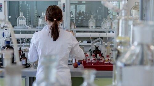 Ученые выяснили, что витамин D не защитит от китайского вируса и может быть опасен для здоровья