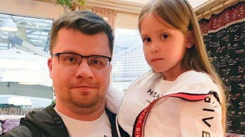 Втерла ніс Лізі Галкіній: дочка Гаріка Харламова оригінально пожартувала над батьком