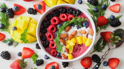"""""""Поєднуйте їх з жирами"""": Уляна Супрун розповіла, як їсти ягоди з максимальною користю"""