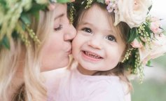 Mothers-Day-photographer-in-Oak-Glen-California-Mother-Daughter-Photoshoot-with-flower-crowns-Family