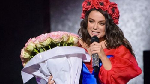 Наташа Корольова нарвалася на критику, коли показала дизайнерську маску, інкрустовані камінням – не круто, а нерозумно (ФОТО)