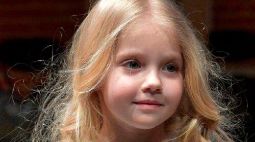 Пугачева мечтала о такой дочке: Лиза Галкина в белом платье-футболке очаровала поклонников новым образом