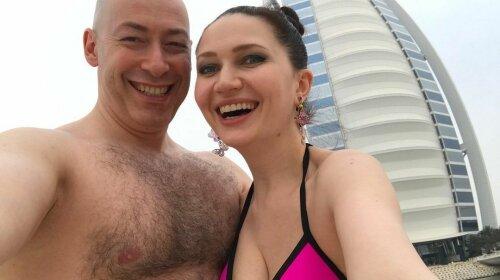 Гордону повезло с красавицей-женой: ТОП-5 фото Алеси Бацман в купальнике