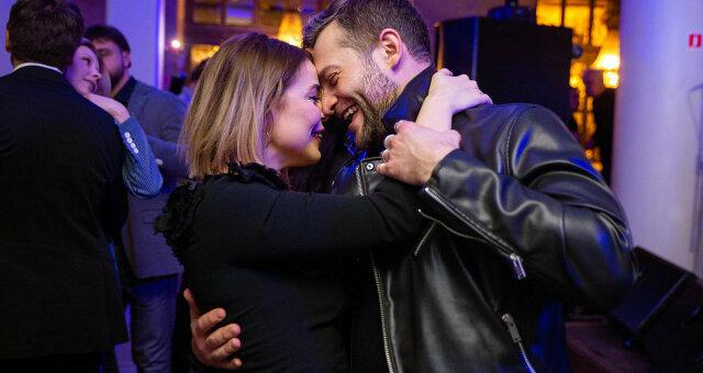 Алина Гросу, певица, роман, поцелуй