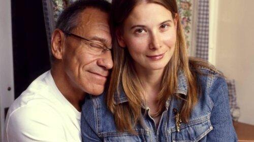 Посадит мужа на шпагат: Юлия Высоцкая рассказала, что ее 82-летний супруг решил заняться растяжкой